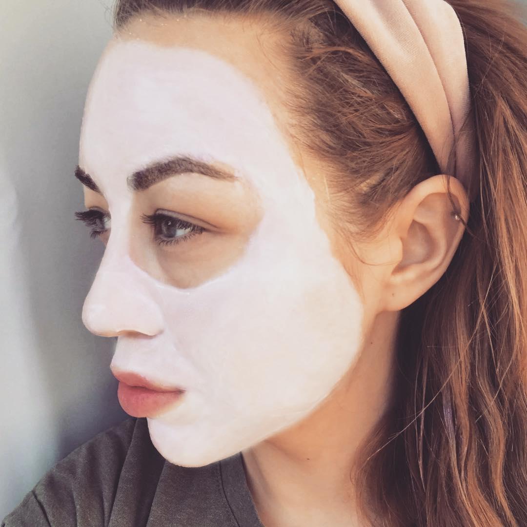 Har nu prøvet den lækre #discoskin maske fra @commedeux i noget tid og den er virkelig god. Min hud føles så blød og jeg giver den derfor alle mine varmeste anbefalinger. Derudover så bruger jeg bronzeren og læbeolien næsten hver dag, da disse kan pifte et hvert kedeligt look op. Kæmpe JA TAK herfra! ???? ... og husk at, hvis man ikke er tilfreds med produkterne, så er der fuld tilfredshedsgaranti ved Comme Deux. ???? | Reklame #ad #commedeux #commedeuxclub #com1dk19 #love #makeup #face #care #mask #aarhus #denmark