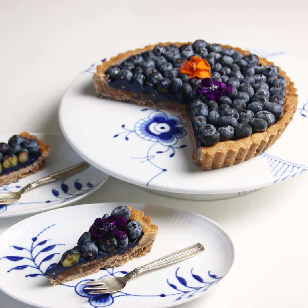 Reklame : weekendens blåbærtærte #mok2dk18 #livmartine #mokaïfeeling #morethanadrink #madogblomster #madogblomster2018 #blogger #madogblomsterkage #blåbærtærte #frupoulsen #torsdag #november